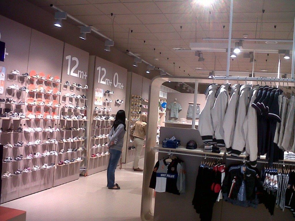 obra tienda ropa Chicco